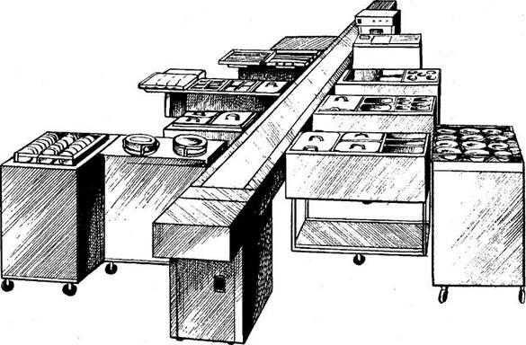 установка подносов на транспортер при комплектации обедов